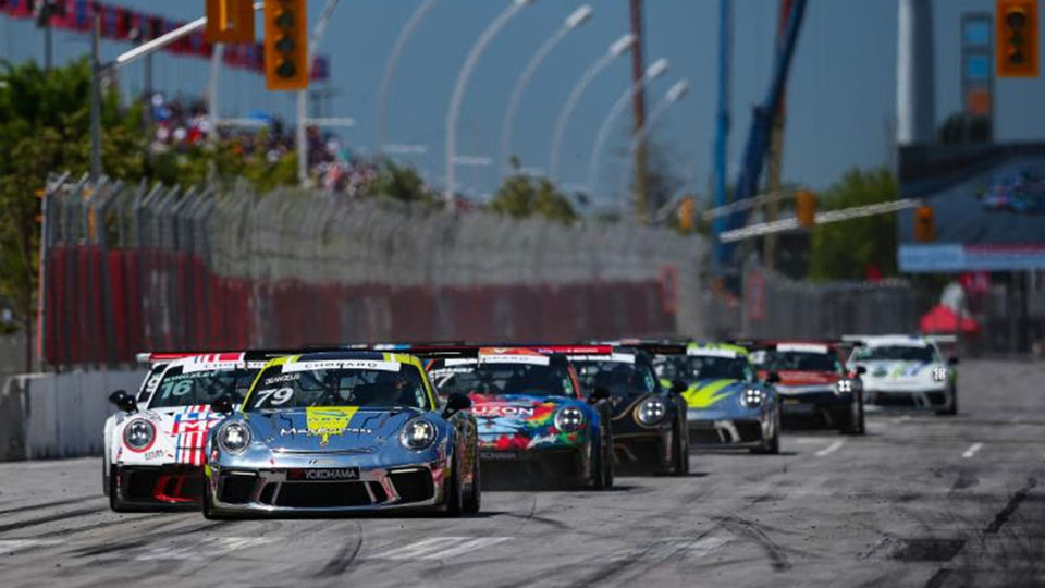 Roman De Angelis leads the field at the Honda Indy Toronto